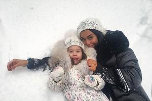 Татьяна Терешина на прогулке с дочкой