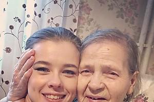 Катерина Шпица поздравила любимую бабушку с 90-летием