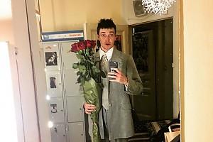 Максим Матвеев получил в подарок необычные розы