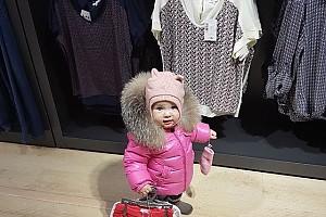 Дочка Алексея Ягудина на шоппинге