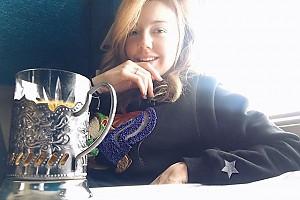 Юлианна Караулова любит пить чай в поездах