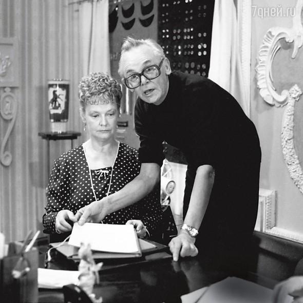 Леонид Гайдай и Нина Гребешкова на съемках фильма «Опасно для жизни! »1985 г.