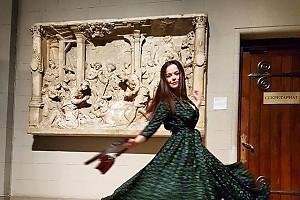 Наталия Медведева принарядилась к празднику