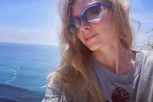 Солнечная Светлана Ходченкова встретила еще один день на Бали