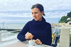 Ксения Алферова готовится к посиделкам с друзьями