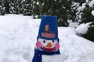 Дочка Асмус и Харламова слепила первого в жизни снеговика