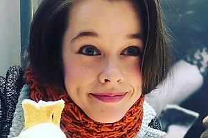 Никаких диет: Катерина Шпица радуется десерту