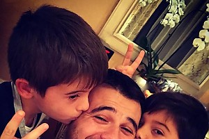 Сыновья окружили Эмина любовью
