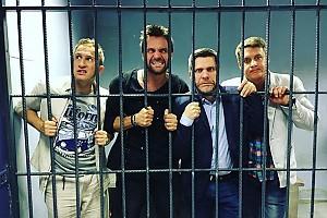 Оскар Кучера с коллегами оказался за решеткой