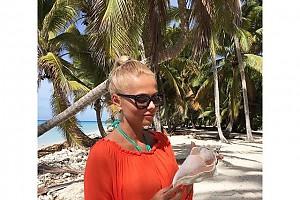 Ксения Новикова нашла на берегу огромную ракушку