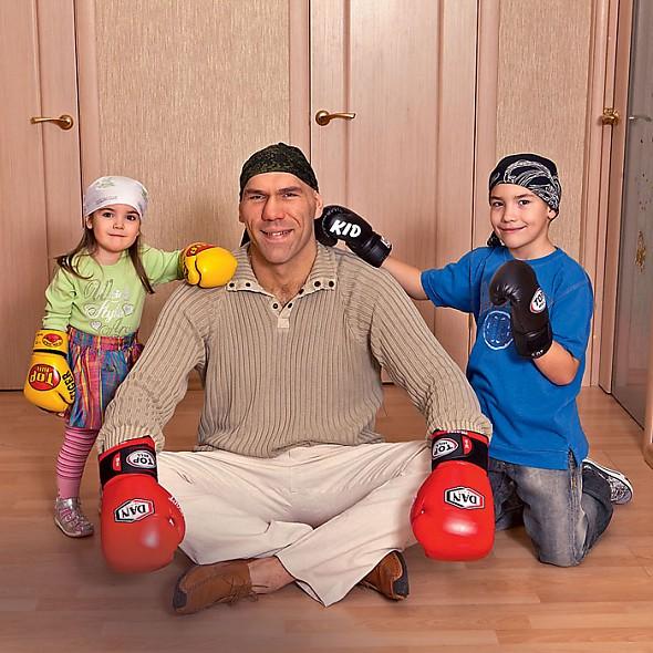 Николай Валуев с детьми