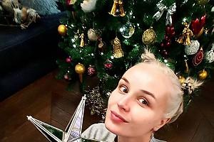 Полина Гагарина закончила наряжать ёлку