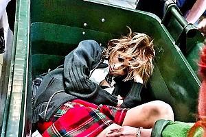 Екатерина Варнава уснула в мусорном баке