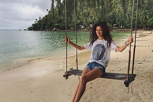 Равшана Куркова впала в детство в Тайланде
