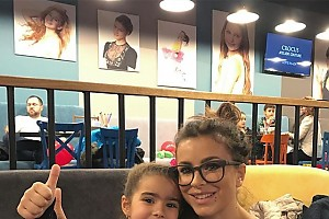 Ани Лорак с дочкой перекусили в ресторане Максима Фадеева
