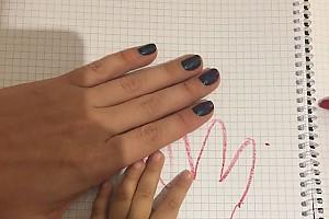 Ляйсан Утяшева с дочкой осваивают рисовиние