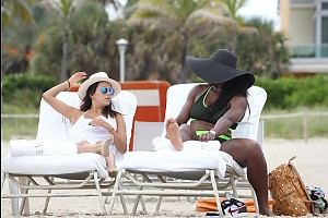 Ева Лонгория отдыхает в Майями с бойфрендом и Сереной Уильямс