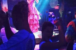 ВИДЕО: Наташа Королева с супругом «оторвались» в ночном клубе