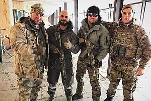 Джиган и компания крепких парней на стрельбище