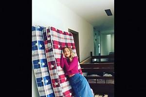 ВИДЕО: Юлия Ковальчук научилась спать стоя
