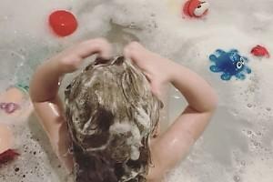 ВИДЕО: как купается дочка Кристины Асмус