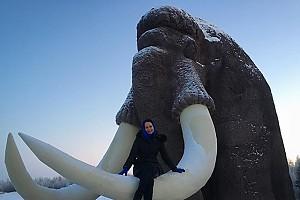 Ольга Кабо оседлала мамонта в лютый мороз