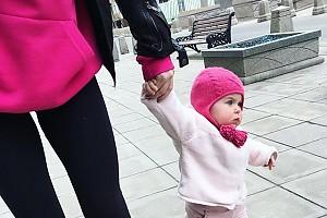 Младшая дочка Валерии Гай Германики на прогулке