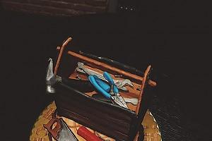Алена Водонаева подарила необычный торт своему папе