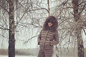 Алика Смехова утеплилась к похолоданию