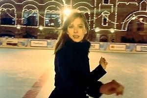 ВИДЕО: Лиза Арзамасова вышла на каток на Красной площади